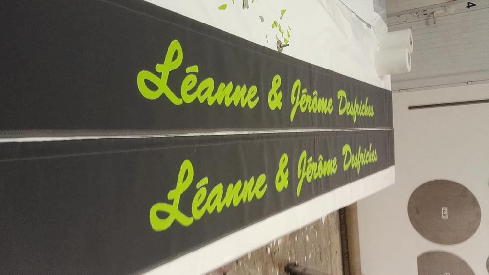 lambrequin-avec-inscription-realisee-en-peinture